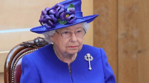Say, father NOT daddy: Queen Elizabeth II bans 8 'common' words